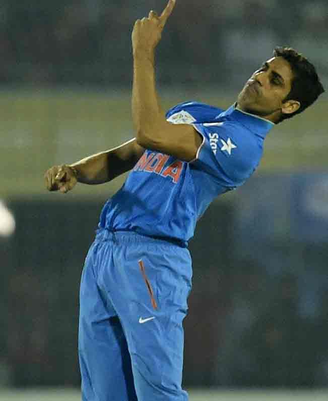 Ashish-Nehra-celebrates-a-wicket