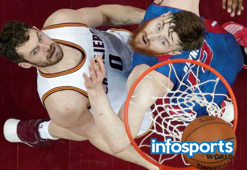 Kevin Love drives to the basket against Detroit Pistons