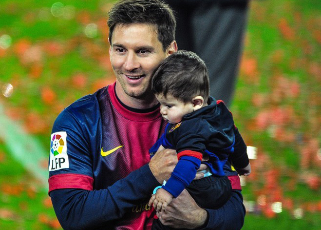 Lionel-Messi-with-son