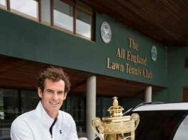 Andy-Murray-receives-Jaguar-Car