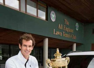 Andy-Murray-receives-Jaguar-Car