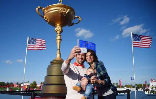 michael-phelps-and-his-fiancee-nicole-johnson-take-a-selfie-with-their-son-boomer-in-chaska