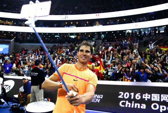 rafael-nadal-takes-a-selfie-with-fans-during-2016-china-open