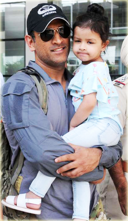 MS Dhoni - Indian Cricketer With Daughter Ziva
