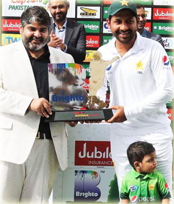Sarfaraz Ahmed - Pakistan Cricketer With Son Abdullah
