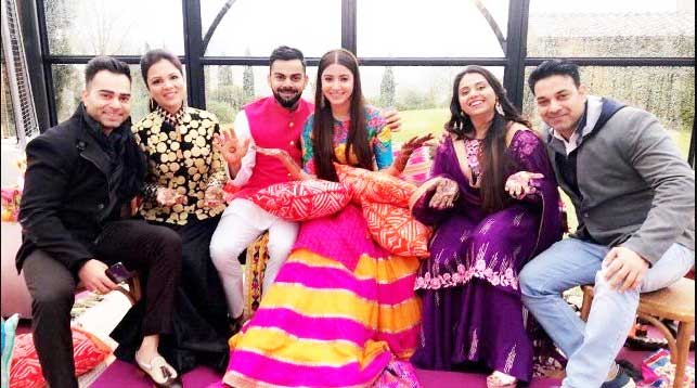 Virat Kohli With Sister Bhawna Kohli,Brother Vikas Kohli and Wife Anushka Sharma Photos