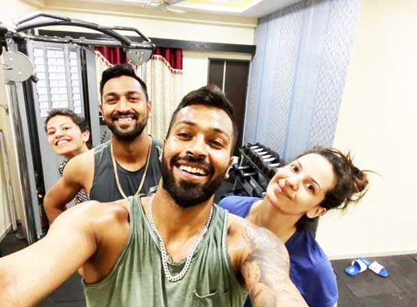 Hardik-Pandya-family-works-out-together