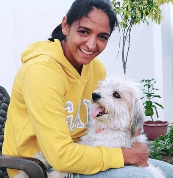 Harmanpreet-Kaur-at-home