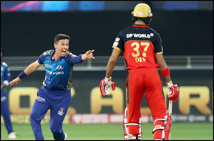 Trent-Boult-of-Mumbai-Indians-appeals-for-the-wicket-of-Aaron-Finch-of-Royal-Challengers-Bangalore