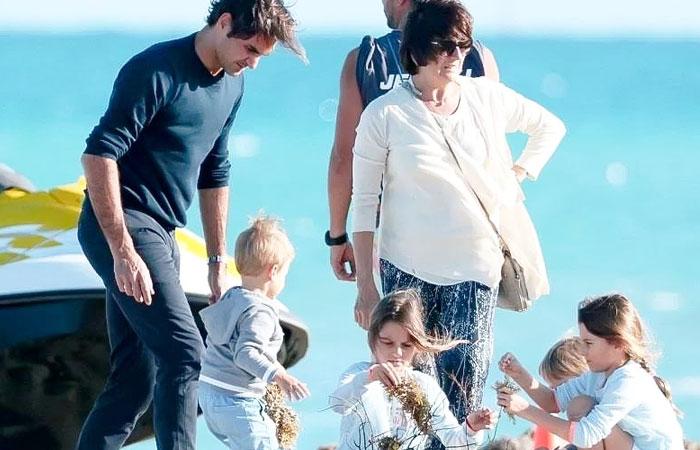 Roger-Federer-With-four-kids