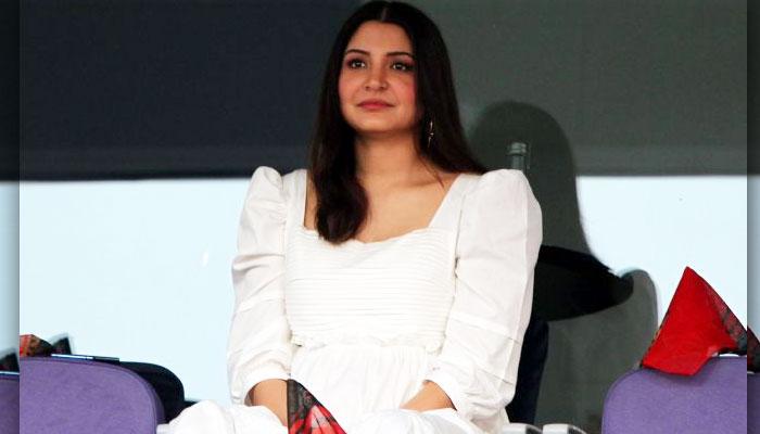 Anushka-Sharma-in-IPL-RCB-vs-DC-Match