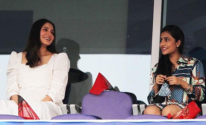 Anushka-Sharma-with-Dhanashree-Verma