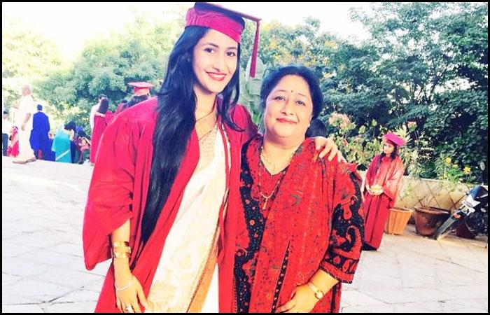 Dhanashree Sharma graduation with her mom