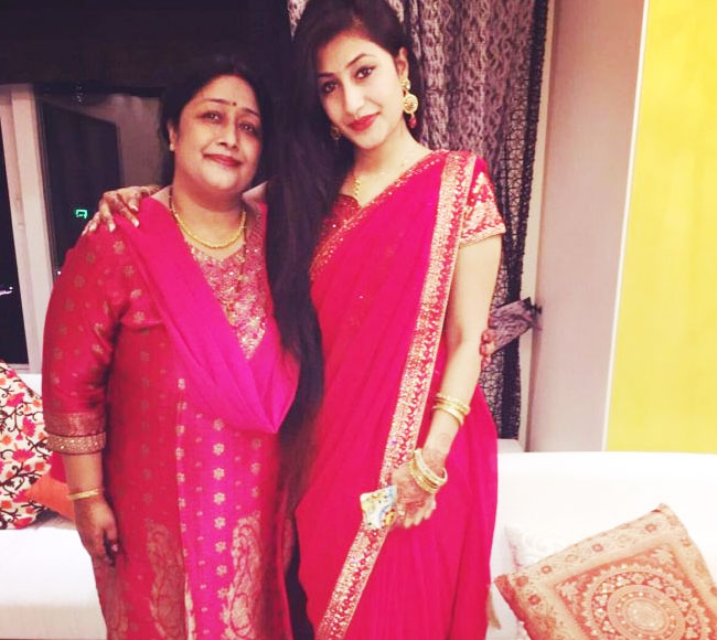Dhanashree Verma with mommy in pink Saree