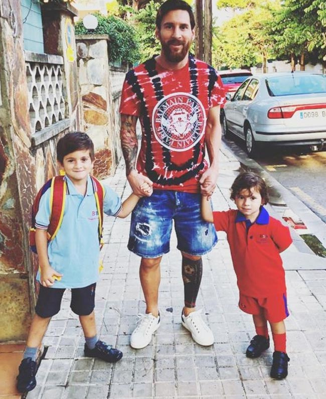 Leonel Messi Dropping his sons Messi drops sons Thiago and Mateo to school
