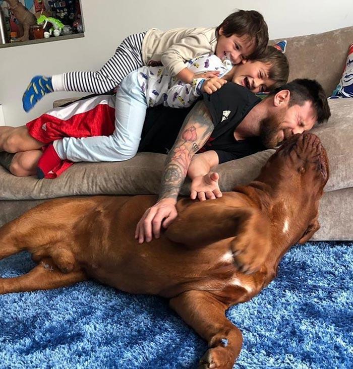 Leonel Messi Enjoying kids with Pet Hulk Dog