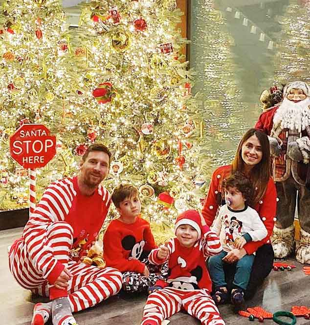 Leonel Messi family with Christmas tree