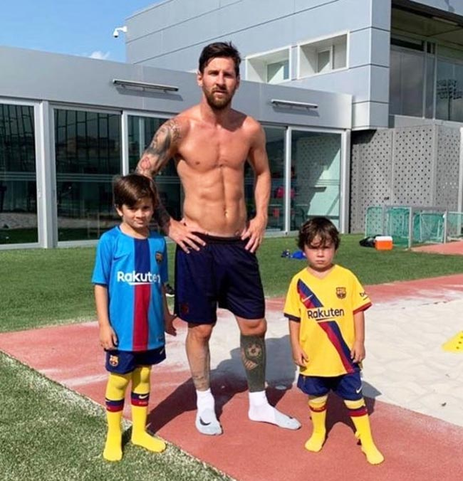 Leonel Messi snap with his sons after football game