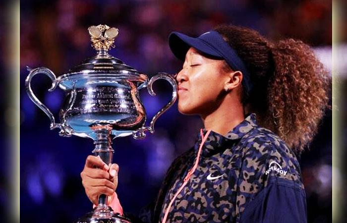 Naomi-Osaka-Kissing-Australian-Open-Tennis-Title-Cup