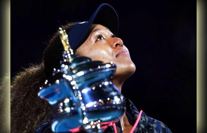 Naomi-Osaka-With-Australian-Open-Tennis-Title-Cup